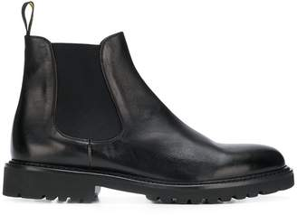 Doucal's classic flat chelsea boots