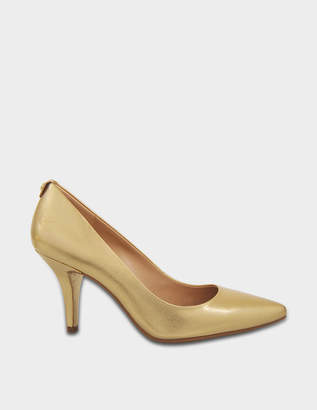 MICHAEL Michael Kors MK Flex Mid Pumps in Gold Saffiano Leather