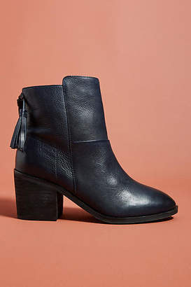 Seychelles Liendo by Arctic Tasseled Ankle Boots