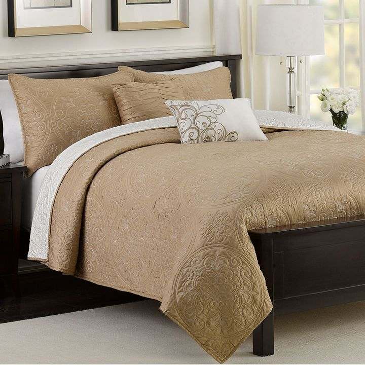 Bed Bath & Beyond Medallion 4-Piece Reversible Twin Quilt Set in Taupe