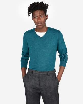 Express Merino Wool-Blend Thermal Regulating V-Neck Sweater