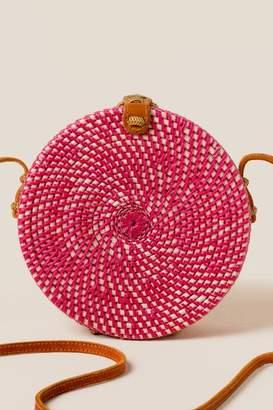 francesca's Pura Round Rattan Crossbody in Fuschia - Pink
