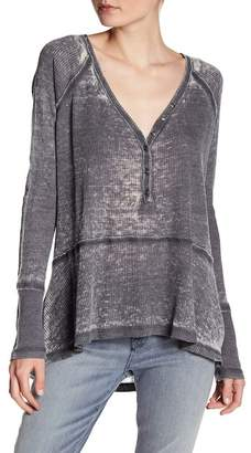 Melrose and Market Waffle Knit V-Neck Topstitched Henley (Petite)