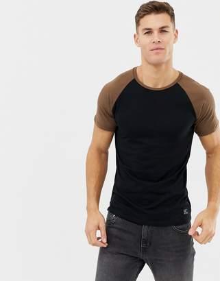Kiomi contrast raglan t-shirt in black