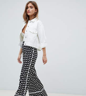 14db345d4cd2 Asos DESIGN Petite wide leg trouser with contrast bind in mono print