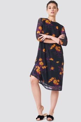 NA-KD Mesh Knee Dress