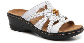 Clarks Lexi Myrtle Wedge Sandal - Women's