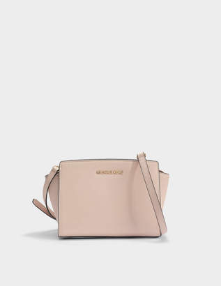MICHAEL Michael Kors Selma Medium Messenger Bag in Soft Pink Saffia Leather