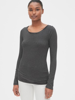 Gap Featherweight Long Sleeve Scoopneck T-Shirt