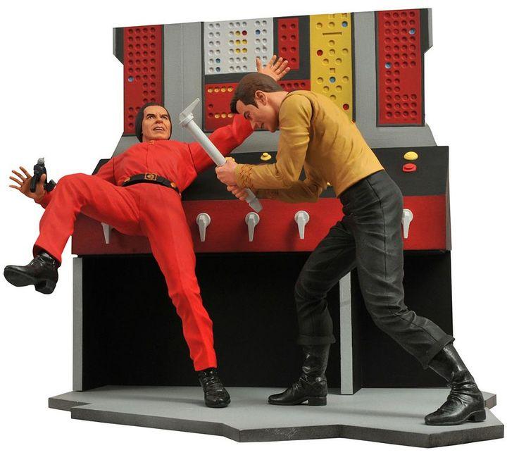 Diamond Select Toys Star Trek Slect Kirk Action Figure