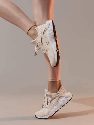 Nike WOMEN'S AIR HUARACHE RUN SE SHOE