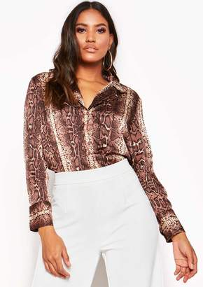 1c6f526249864 Missy Empire Missyempire Brown Snake Print Drop Hem Blouse