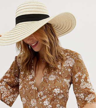 South Beach Exclusive oversize straw hat with bow