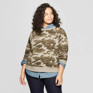 Universal Thread Women's Plus Size Long Sleeve Crew Neck Camo Print Sweatshirt Green