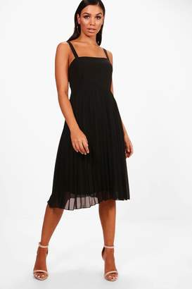 boohoo Square Neck Pleated Skater Dress