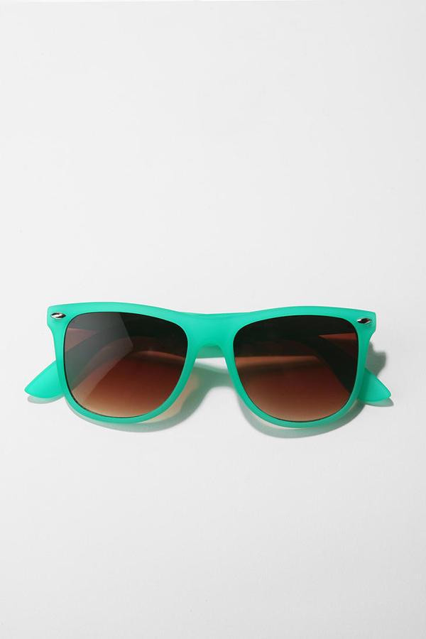 UO Horizon Line Sunglasses