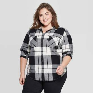 Universal Thread Women's Plus Size Plaid Long Sleeve Collared Flannel Shirt - Universal ThreadTM Black