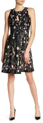 Gabby Skye Sleeveless Floral Print Dress