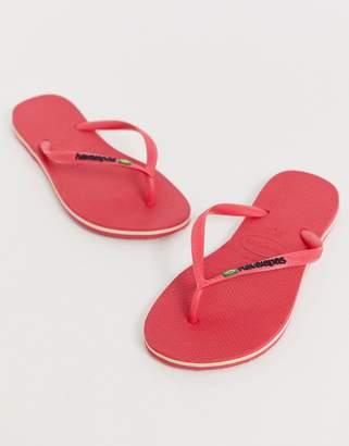 Havaianas Brasil logo thongs in bright pink