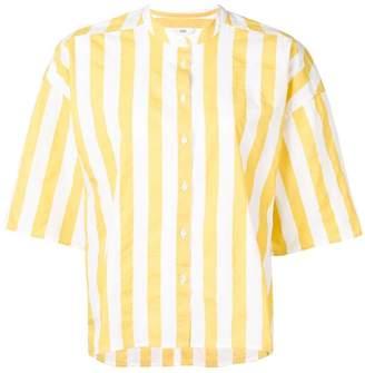 Closed shortsleeved shirt