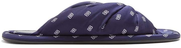 Pillow BB logo slides