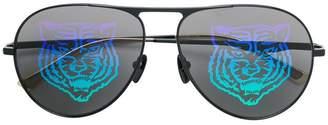 Gucci lion lenses detail sunglases