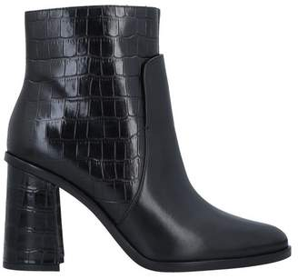WHAT FOR Ankle boots
