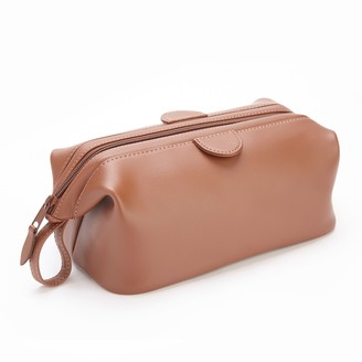 Royce Leather Royce Nappa Leather Deluxe Toiletry Bag