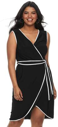 Wrapper Juniors' Plus Size Contrast Trim Wrap Dress