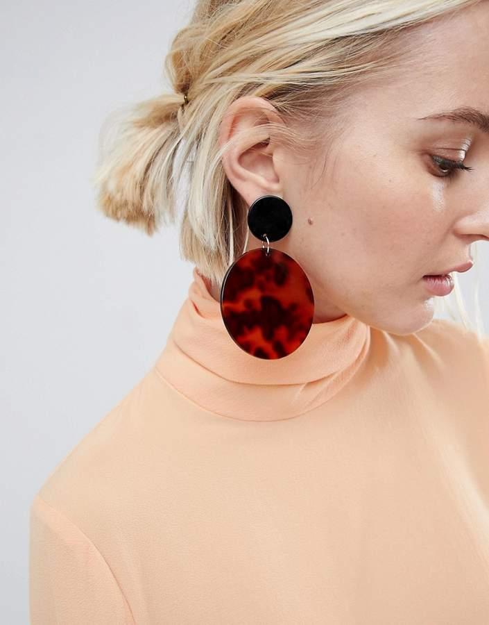 – Ausgefallene Ohrringe mit Scheibenanhängern in Schildpattoptik