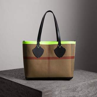 Burberry The Medium Giant Reversible Tote in Canvas and Leather
