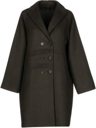 N. 8 Coats