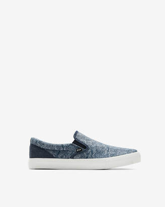 Express Wave Print Slip-On Sneakers