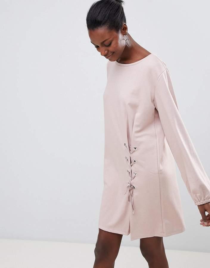 – Kleid mit Schnürdetail