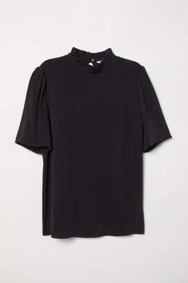 H&M Blouse with Ruffled Collar - Black