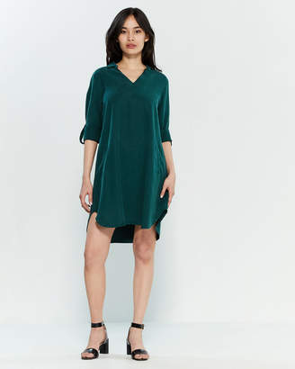 Apricot Green V-Neck Pocket Shift Dress