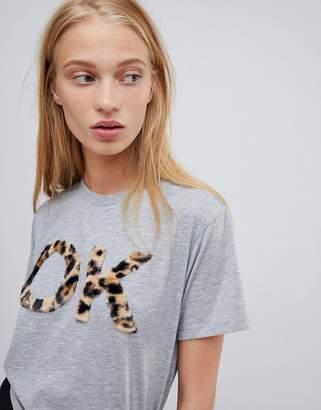 Asos DESIGN t-shirt ok fluffy animal print