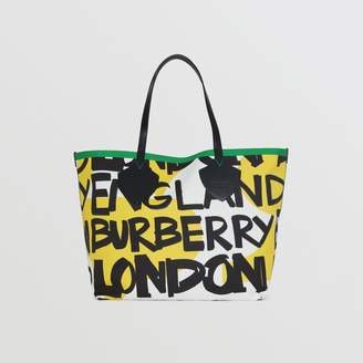 Burberry The Giant Tote in Graffiti Print Cotton