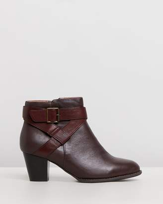 Vionic Trinity Ankle Boots
