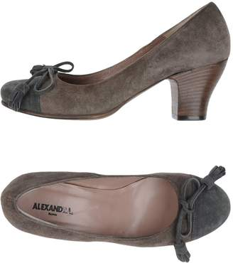 Alexandra Pumps