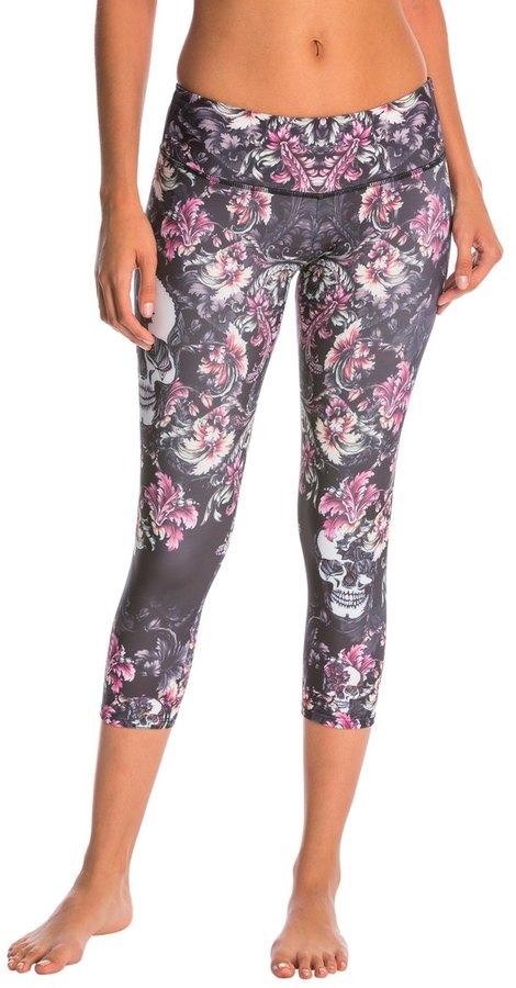 Onzie Graphic Yoga Capris 8139426