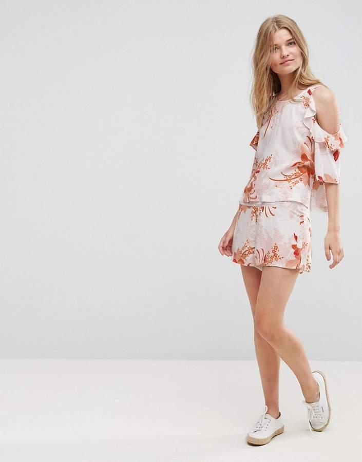 Mink Pink – Yoko – Geblümte Shorts mit hoher Taille