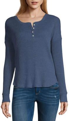 Arizona Long Sleeve Scoop Neck T-Shirt-Womens Juniors