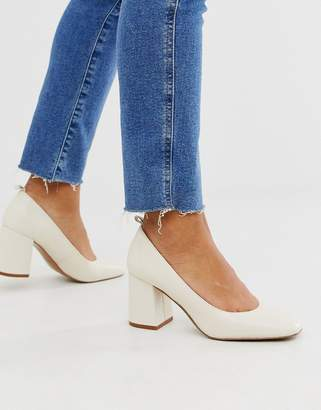 And other stories & pump round toe shoes in off white