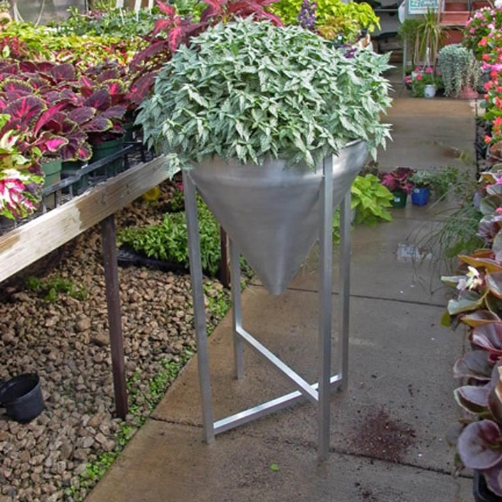 MuNiMulA - Planter Stand
