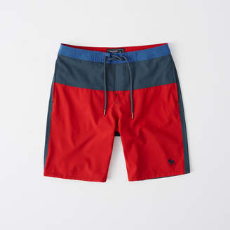 Abercrombie & Fitch A&F Men's Classic Boardshorts in Red/Blue - Size 31