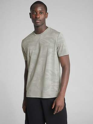 Gap GapFit Performance T-Shirt in Camo