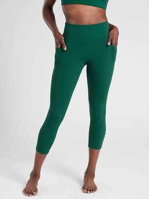 Athleta Salutation Stash Pocket Capri In Powervita