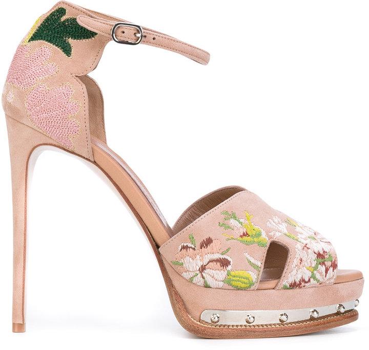 Alexander McQueenAlexander McQueen hobnail platform sandals