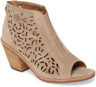 Sofft Maris Laser Cut Sandal